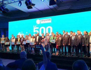 Eray-teknoloji-Bilişim-500-ödüllerinde-sahnede.jpg